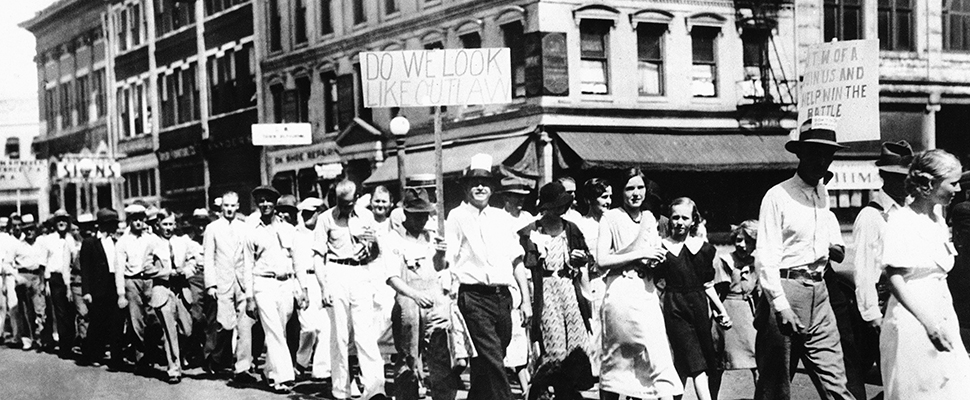 Image of textile workers on strike in USA 1935