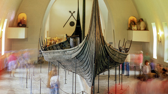 Viking ship seen from the front. Inndoor. Photo.