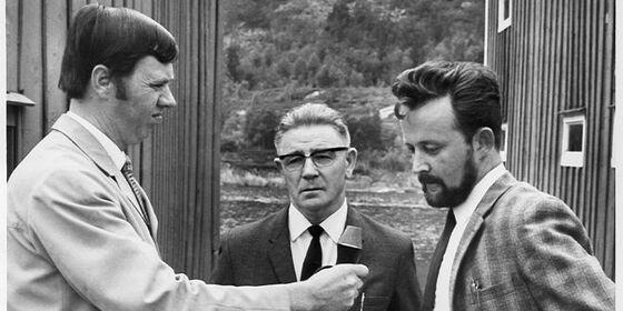 Tre menn med mikrofon