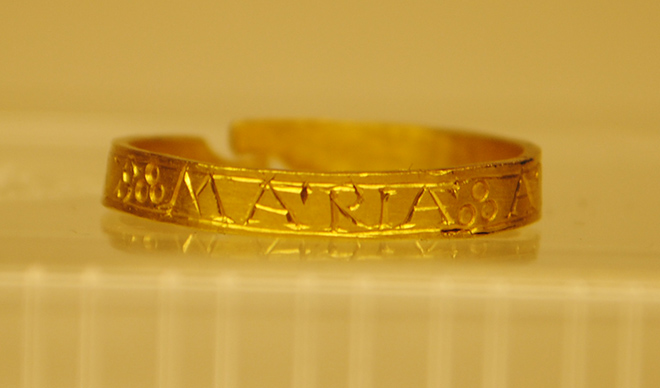 "Gold ring with the inscription ""Maria!"