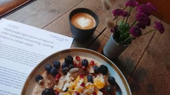 Porridge, coffee and an academic article. (Photo: private)