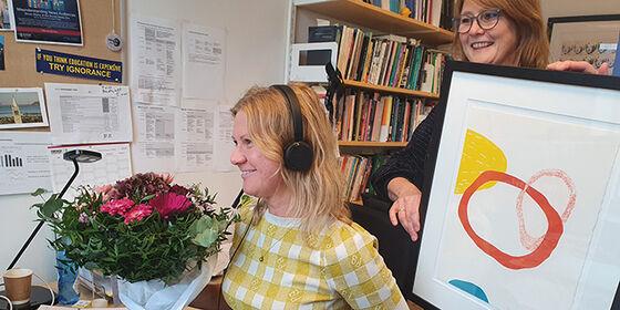 Gunn Enli og Eiri Elvestad på Enlis kontor